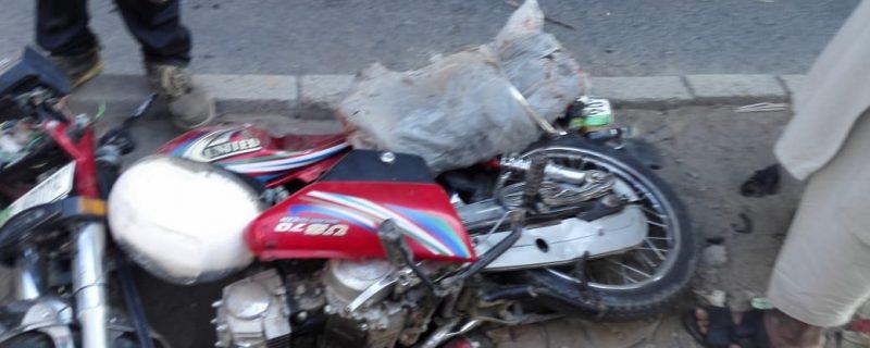 okara road accident mai aik jan bahaq 2 zakhmi