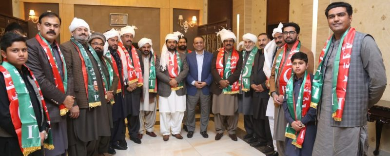 punjab politics,big break through,13 district chairmans joined PTI after meeting with aleem khan